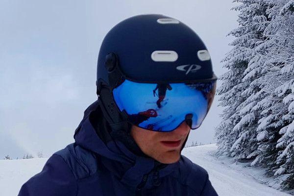 CP skihelm Carachillo in de sneeuw