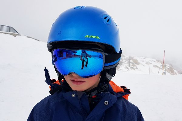jongetje test alpina grap skihelm kind