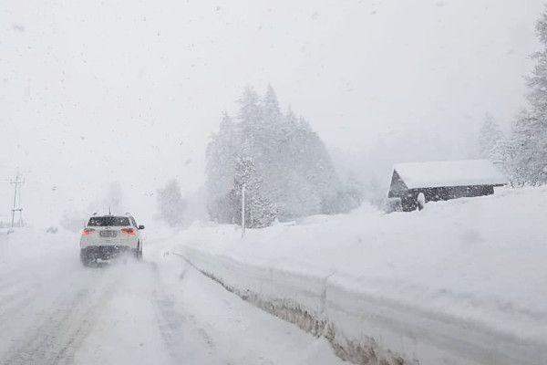 Met de auto door de sneeuw? Dan zijn winterbanden noodzakelijk!