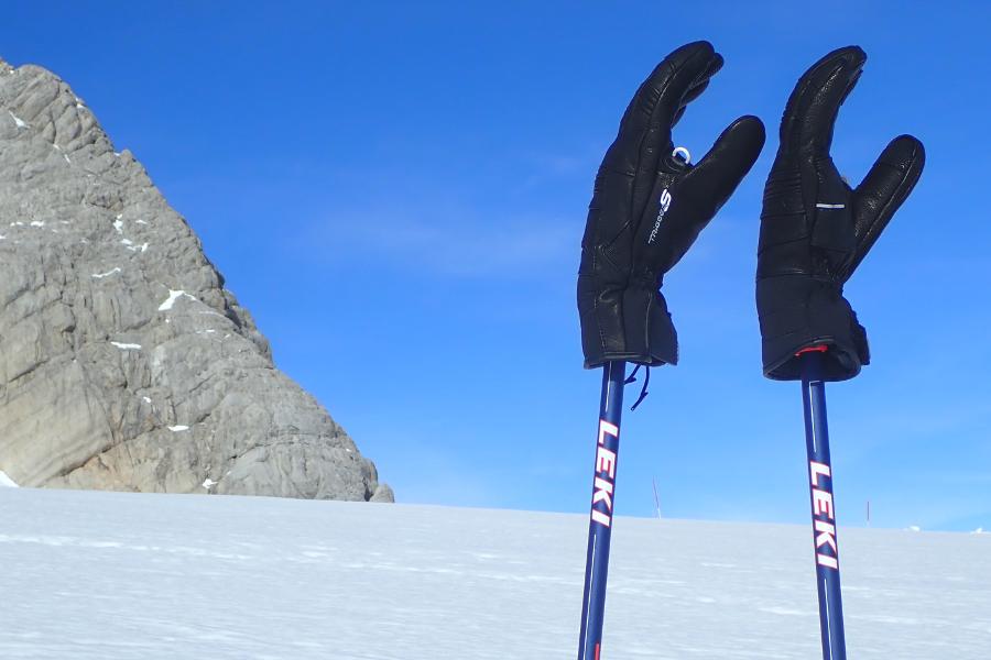 ski handschoenen met leki stokken