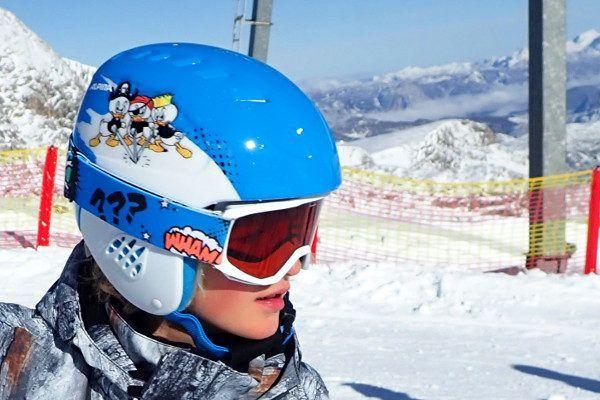 Deze skihelm is ideaal voor koude dagen.