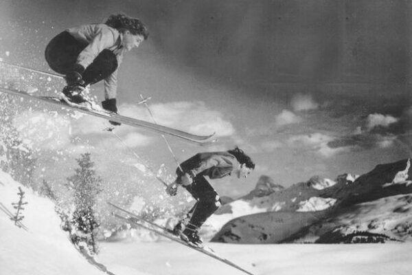 Kijken: The Terrific Twins, de tweeling die elke skiwedstrijd won