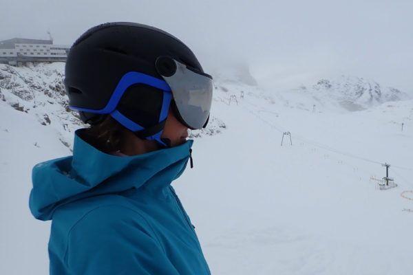 Giro essence skihelm met vizier voor dames en heren.