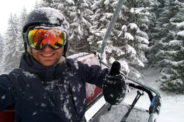 Helly Hansen ski jas bij sneeuw