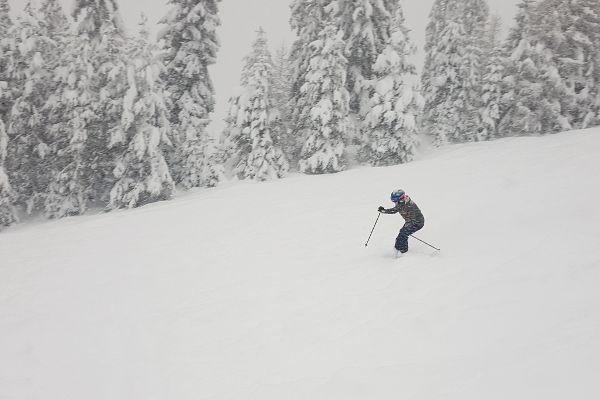 ski's huren voor poedersneeuw op de piste