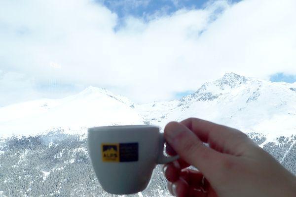Koffie met uitzicht op de piste