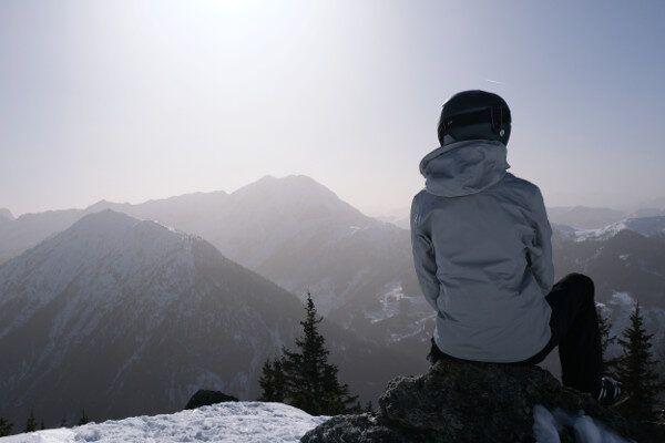 De lucht kleurt witrose in Zauchensee.