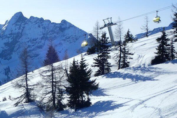 Skilift Schladming, zon, blauwe lucht