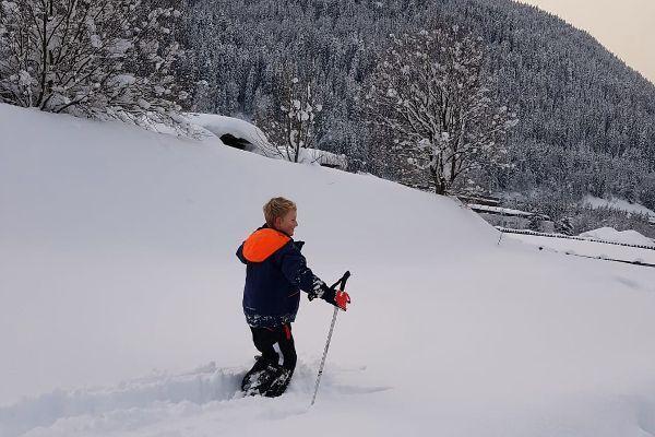 Tot je kniën in de sneeuw tijdens het langlaufen
