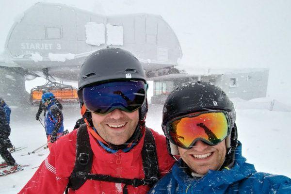 Een goede skihelm beschermt bij wind en weer.