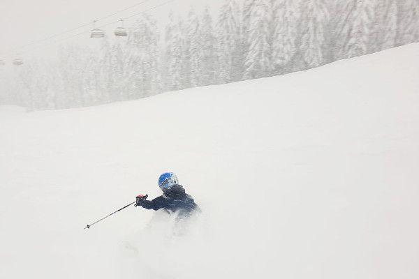 Nolan skitechniek in de poeder sneeuw