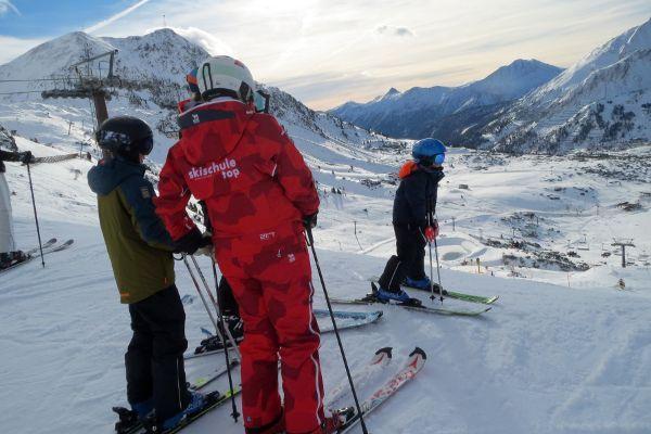 Wintersport Obertauern kinderen met skiles op de piste