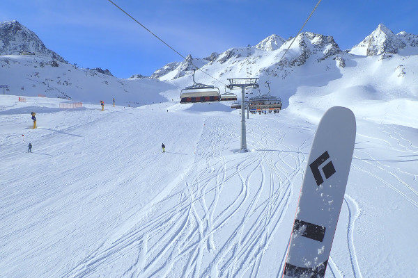 Black Diamond ski's in skilift Stubai