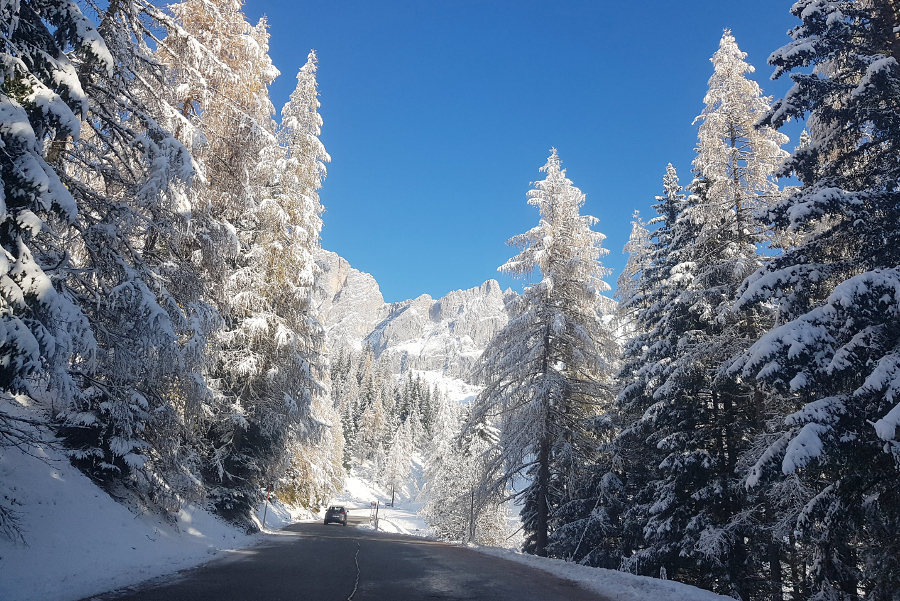 Wanneer je een auto huurt met winterpakket, ben je klaar voor alle winterse omstandigheden.