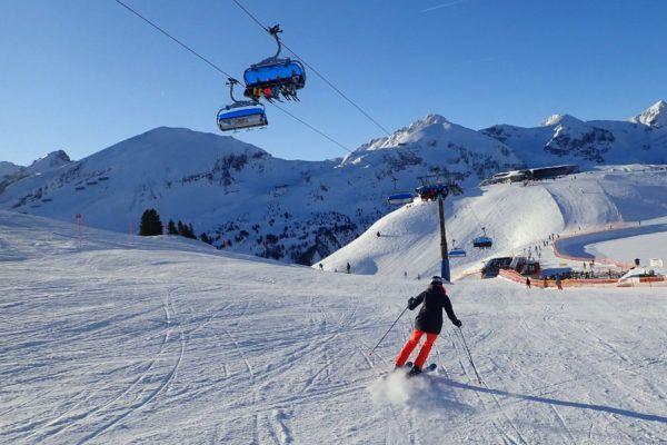Een van de vele makkelijke afdalingen in skigebied Obertauern: skigebied met veel blauwe pistes.