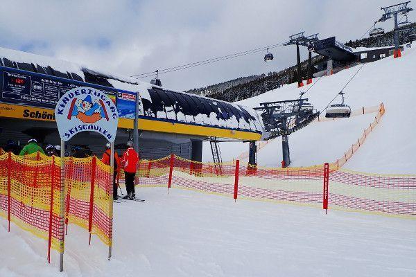 Saalbach kindvriendelijk, aparte wachtrij bij de skilift