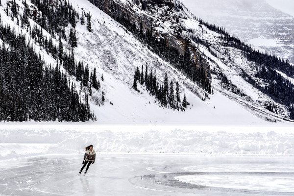 Schaatsen op Lake Louise