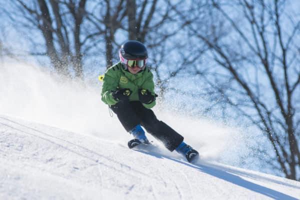 Ski kind - handschoenen voor kind, kinder ski helm, kinder ski's, kinder skibroek, kinder skijas.