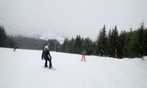 Eerste wintersport? Zo kies je tussen skiën of snowboarden