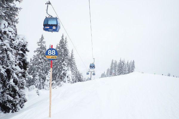 Lange blauwe piste in Saalbach een makkelijk skigebied