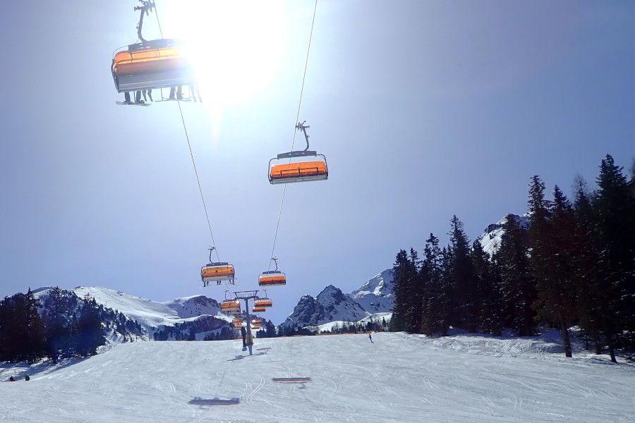 Skigebied Hauser Kaibling, blauwe lucht en zon
