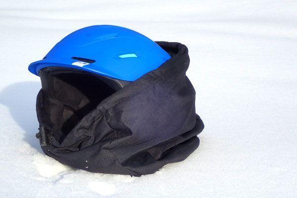 bewaar de skihelm in de meegeleverde zak.