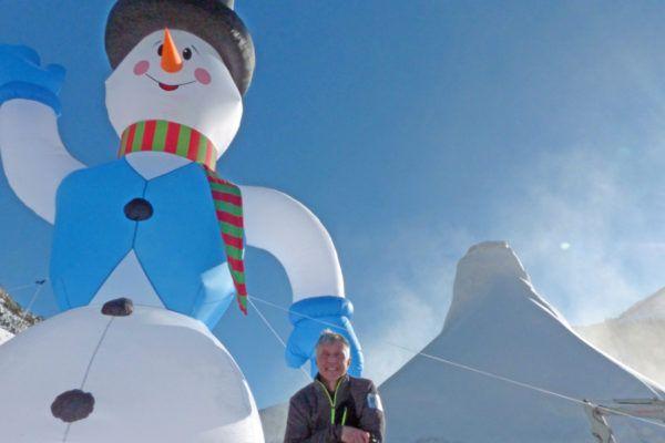 Oostenrijk bouwt grootste sneeuwpop ter wereld!