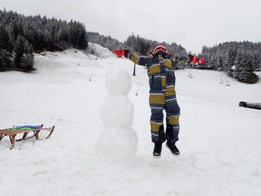 sneeuwpop op de piste