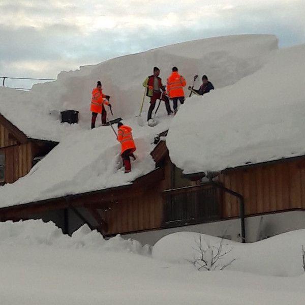 Sneeuwruimen dak lammertal