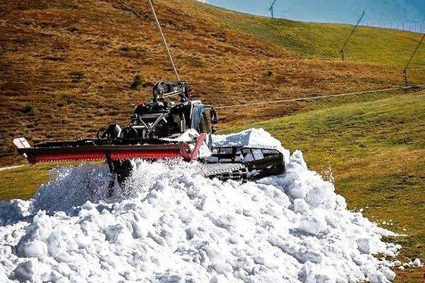 Met pistebully's wordt de opgespaarde sneeuw verdeeld (Foto: Helden der Nacht)