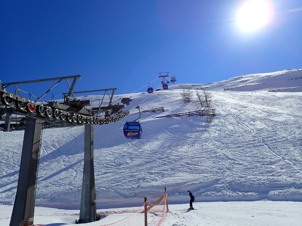 gondel, zon en sneeuw