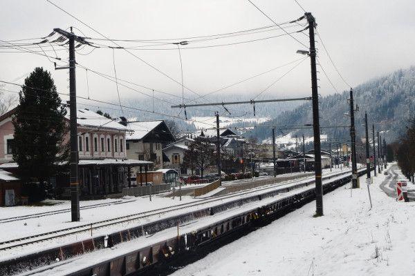 station bij skigebied - trein naar oostenrijk
