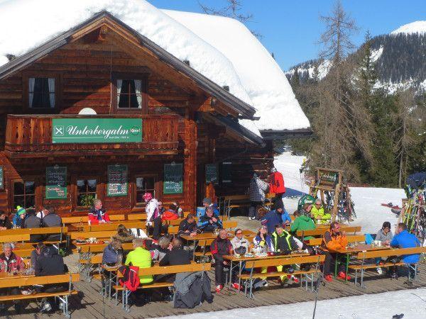 skikleding maart - terras in de zon