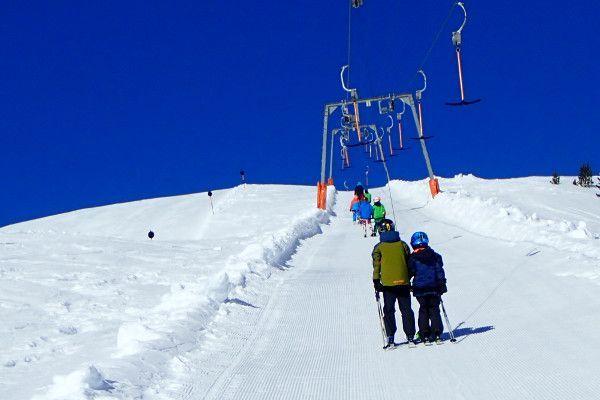 Een van de weinige sleepliften in skigebied Wildkogel Arena