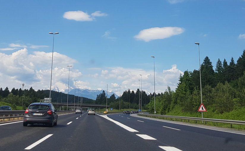 Je mag met winterbanden in de zomer op de snelweg in Oostenrijk rijden.