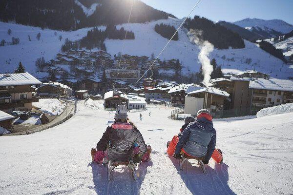 Er zijn vijf rodelbanen in het skigebied