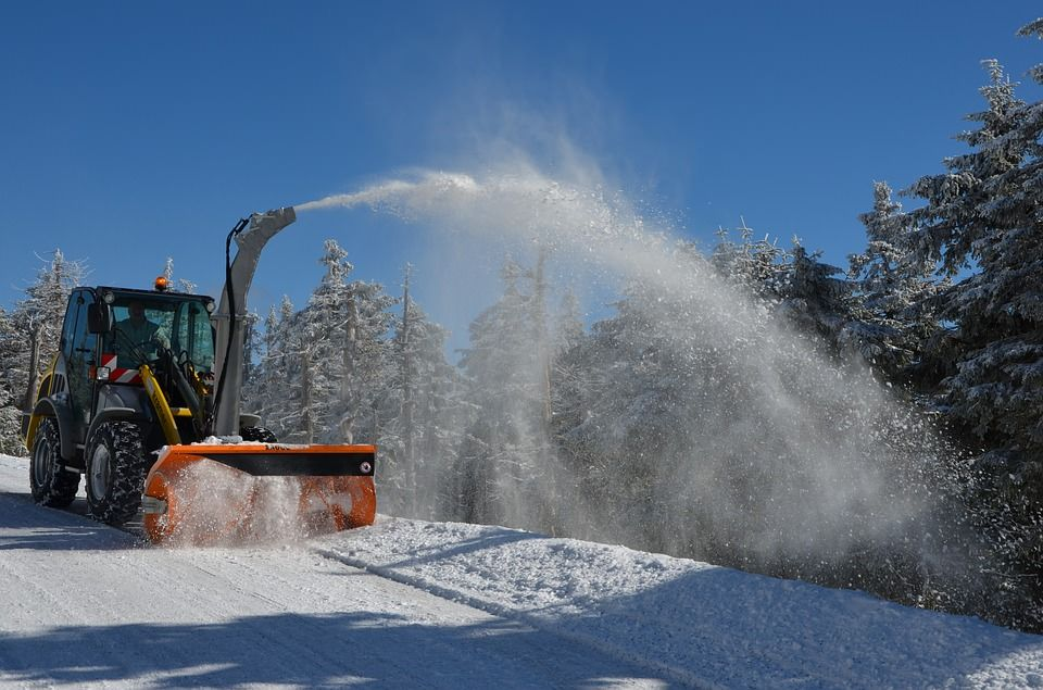 Prepareren van de route voor winterwandelen in Oostenrijk