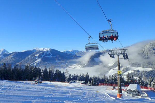 Genieten van de zon in de skilift.