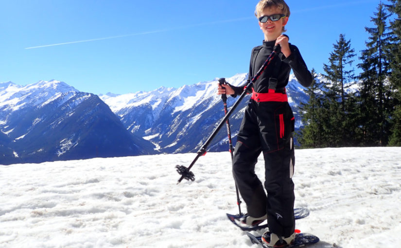 zonnebril kind sneeuwschoen wandelen